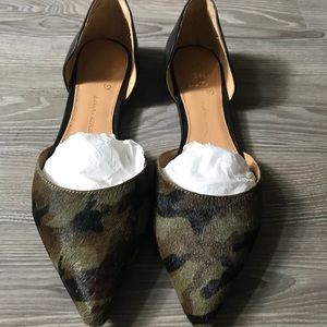 Banana Republic Camo D'Orsay Pointed Flats